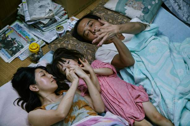 Shoplifters-film still