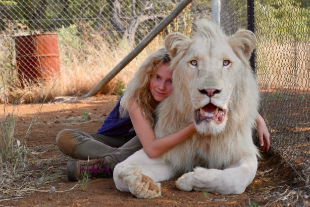 mia-et-le-lion-blanc-596321l